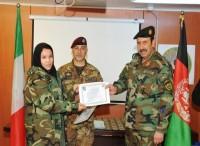 Tre ufficiali donna dell'Esercito afghano istruite al ''processo decisionale militare''