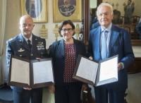 Manutenzione motori con Piaggio Aerospace: contratto siglato dalla ministra Trenta