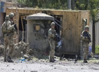 A Kabul è rimasta una manciata di impiegati in un campo militare all'aeroporto e alcuni a Masar-e-Sharif