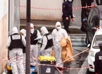Parigi, attacco a colpi d'ascia