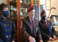 Auguri al  paracadutista Luigi Tosti per i suoi 100 anni