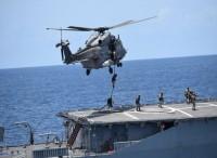 Al largo delle coste senegalesi manovre ravvicinate ed esercitazioni di abbordaggio con la fregata
