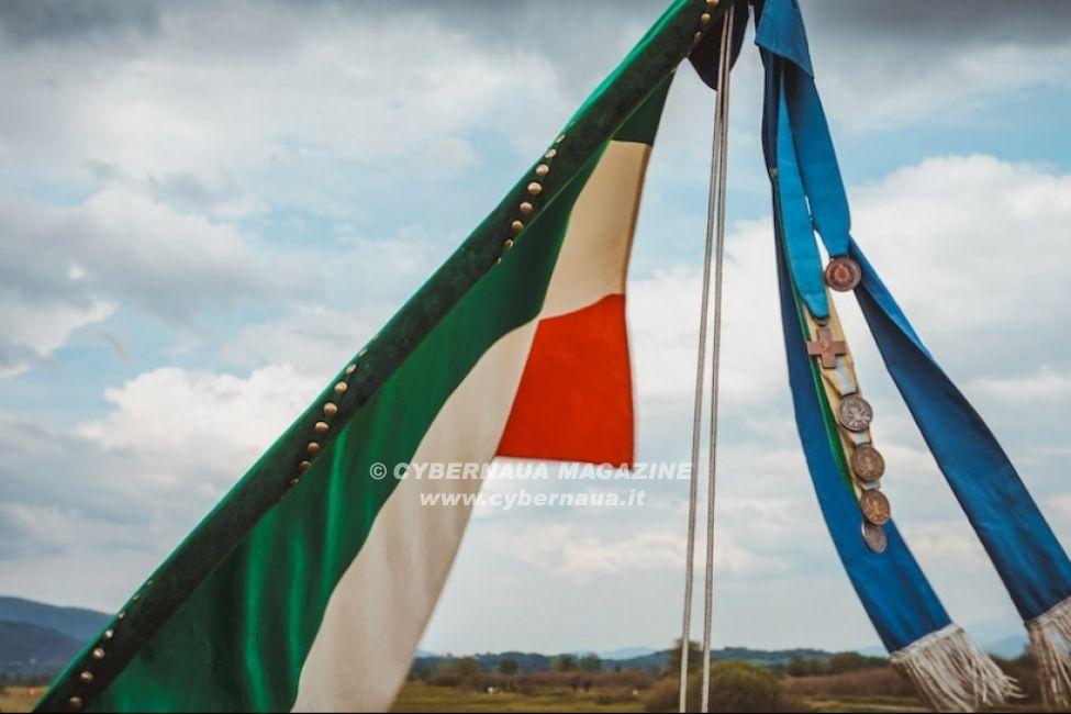 """Lancio della Bandiera di Guerra del 183° """"Nembo"""""""