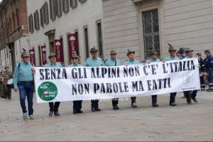 Applausi agli Alpini alla 92a adunata, alla presenza della  ministra Trenta